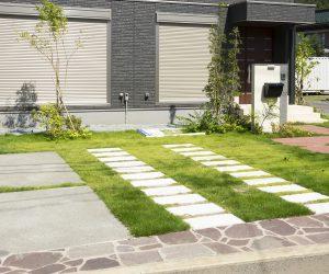 緑を取り入れた駐車場